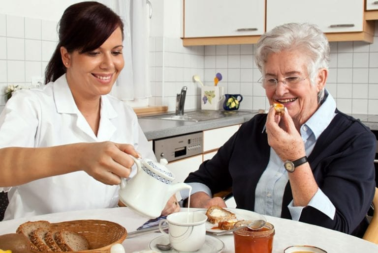 in-home-care-vs-assisted-living